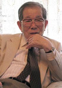 베풀며 살아가는 92세 현역 의사 히노하라 시게아키