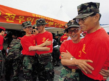 어제의 용사들 다시 모인 세계해병전우인축제