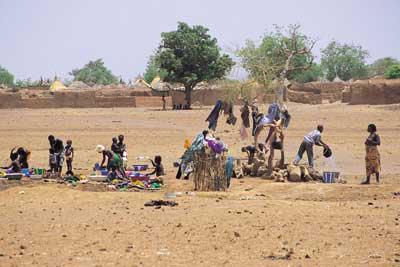 쿠데타, 새마을운동, 그리고 피격 '아프리카판 박정희'의 나라