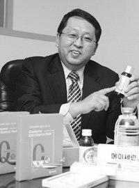 국내 최초로 '코엔자임Q10' 출시한 영진약품 김창섭 사장