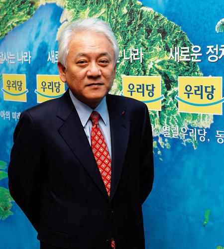 '당 우위' 선언한 열린우리당 신임 원내대표 김한길