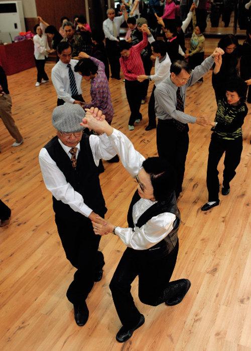 다 함께  리듬을… 댄스, 댄스!