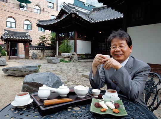 한국고미술협회 김종춘 회장과 전통 한식 카페 '민가다헌'