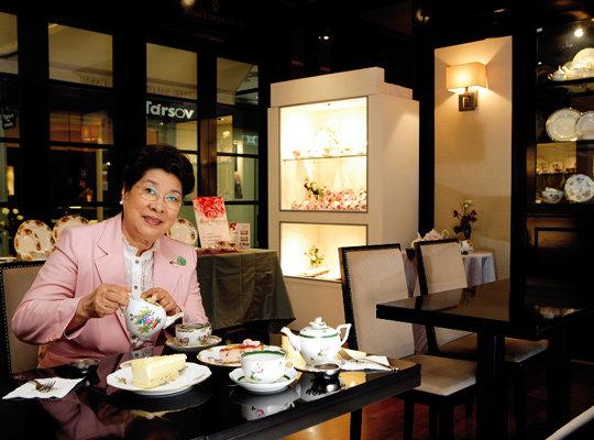 배우 엄앵란씨와 명품 도자기 카페 '라포레'
