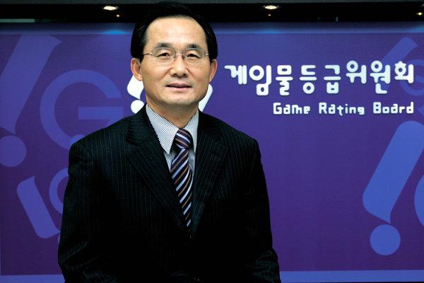 게임물등급위원회 초대 위원장 김기만