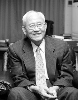 한국대학생선교회 총재 김준곤 목사