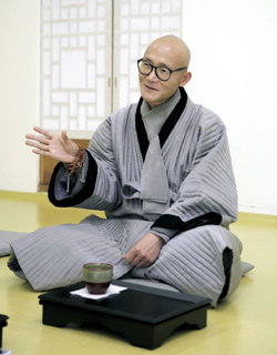 20년째 달라이 라마 보좌하는 청전스님