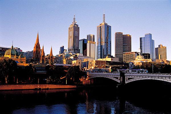 호주 그레이트오션로드의 '폭풍 속으로'
