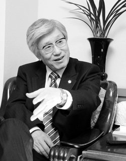 재야법조 '뚝심 리더' 이진강 대한변호사협회장