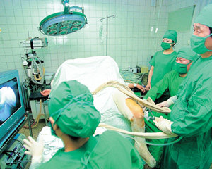 무릎 질환 뿌리뽑는 '관절 잠망경'