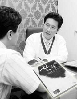 '한방(韓方)으로 끝내는 갱년기·만성피로' 펴낸  김영삼 박사