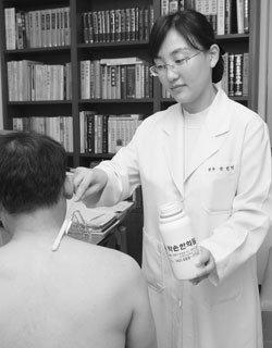 배철우·박민영 부부 한의사의 건선·아토피 치료법