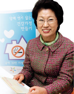 '금연 가정 만들기 운동' 벌이는 한국여성단체협의회장  김화중