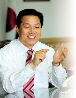 '세계 50대 시장' 선정된 경남 창원시장 박완수