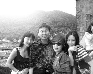 시인, 30여 봉사단체장, 영화감독 이사강 아버지… '1인 40역' 치과의사 이재윤
