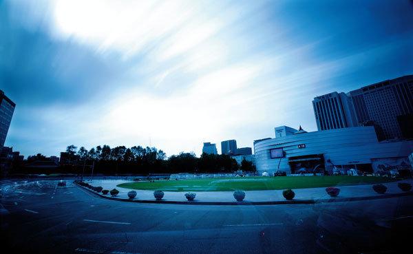 서울광장의 明과 暗
