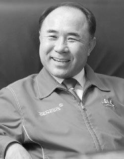 한국 토종 프랜차이즈 시스템으로 세계 55개국 진출한 제너시스 BBQ그룹 윤홍근 회장