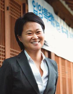 해외입양 중단운동 펼치는 국외입양인연대 대표 킴 스토커