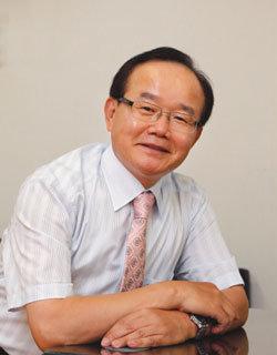 세계북한연구센터 설립한 탈북자 박사 1호 안찬일소장
