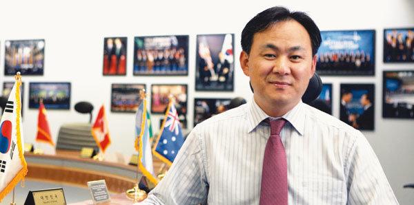 G20 기념 대통령 정상외교 기록전 여는 김선진대통령기록관장