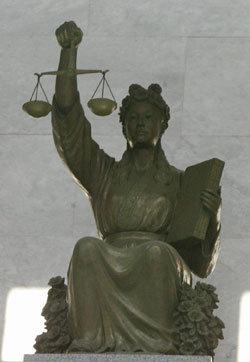 법과 정의는 픽션이자 환상이다