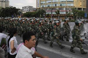 치안예산이 국방예산보다 많은 2011년 중국의 고심