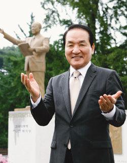 이승만 초대 대통령 동상 세운 박창달 한국자유총연맹 회장