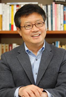 """""""청와대 조사 후 곧 경질될 거라던 박영준 아무 조치 없어 의아"""""""
