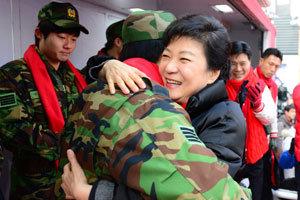 '박정희 딸' 넘어 국가지도자로! 갈등 치유·서민 보듬는 모성 리더십 기대
