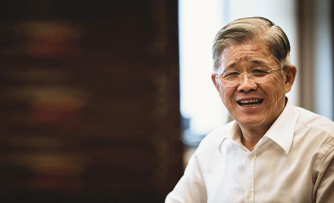 기부문화 확산 위한 '마중물' 자임  SKC 회장 최신원