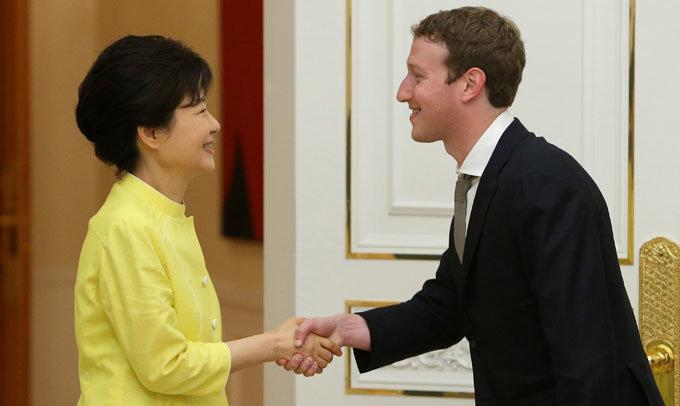 인터넷산업 판도 바꾼 'SNS 황제'