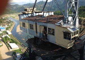 중국 땅, 북한 노동자 한국인 사장의 불안정한 동거