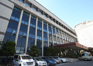 의원 '갑질'에 꾸벅하는 '정치권 시다바리' 오명