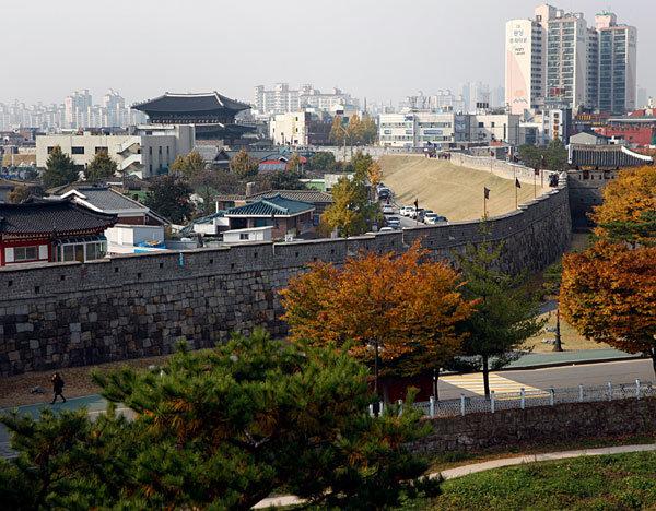서울 간 '오빠'가 감옥 갇힌 '임'으로