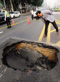 지하수 영향평가로 싱크홀 점검해야