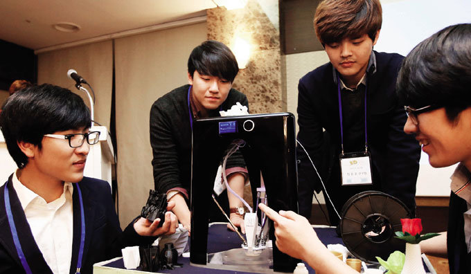 고기능·저가격 3D 프린터 개발한 카이스트 대학생들
