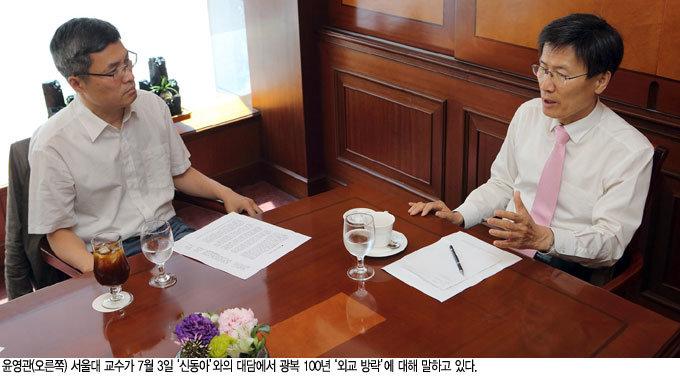 """""""서방·동방정책으로 美· 蘇 흡인 '서독 모델' 본받아야"""""""