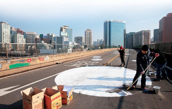 서울역 고가도로 공원 웃는 자, 우는 자