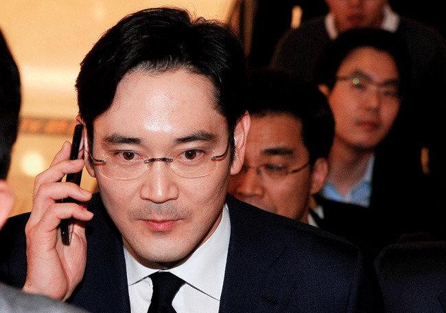 '자식 빼고 다 팔아라'  삼성, 지주회사 전환 시동 거나