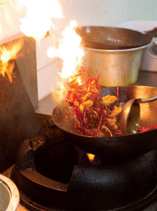 점점 더 달궈지는 식품업계 '불맛전쟁'