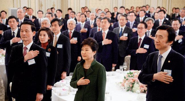 박근혜 정부, 쓸 카드가 없다