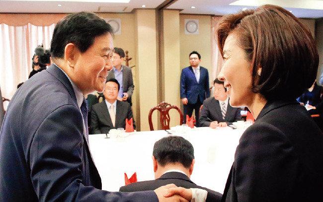 """대선 新4자필승론? 오만한 친박 """"정신 못 차렸다"""""""