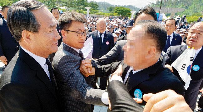 """""""편향된 역사인식 바로잡는 게 내 임무"""""""