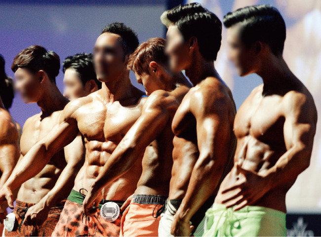 근육에 열광하는 사람들