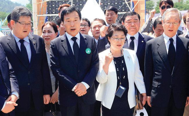 손학규의 구차한  '셀프 복귀'