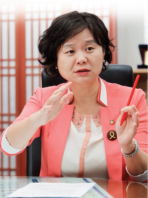 인터뷰 | '국회의원 세비 최저임금연동법' 추진 정의당 이정미 의원
