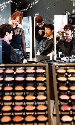 화장해야 사는 한국 남자