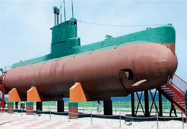 잠수정 폭발사고로 드러난 정보사 vs 해군 주도권 싸움
