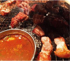 서울의 두툼한 삼겹살집 '국민고기'의 진화는 계속된다