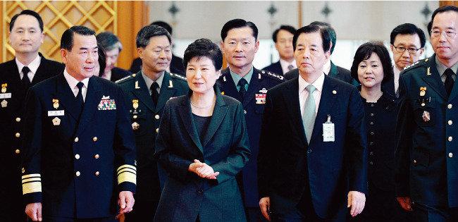 박근혜 대통령의 반전카드 하야와 탄핵 사이